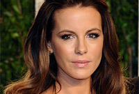 Kate-beckinsale-glamorous-hair-and-makeup-side